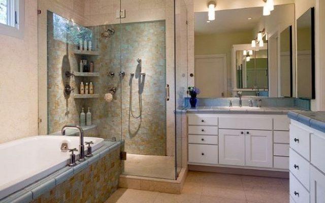 Không gian phòng tắm rộng rãi với cách bài trí hợp lý