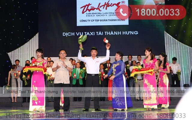 """Hãng Taxi Tải Thành Hưng nhận giải """"Sản phẩm, dịch vụ Việt Nam được tin dùng"""""""