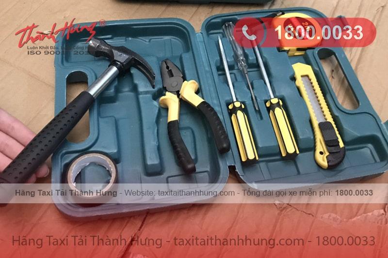 Chuẩn bị dụng cụ để tháo lắp tủ gỗ